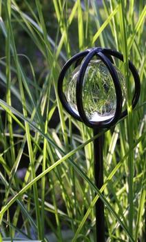 Meine Gartendekoration mit Glaskugel