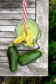 Grüner Smoothie aus Zucchini und Rukola | Rezepte aus dem Garten