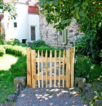 Holztüren & Tore aus Robinienholz