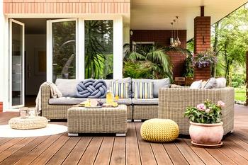 Eine Terrasse richtig dekorieren - So geht's