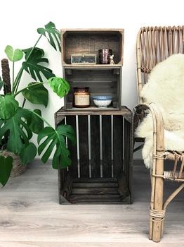 Holz mit Stahlwolle, Apfelessig, schwarzem Tee und Kaffee altern lassen