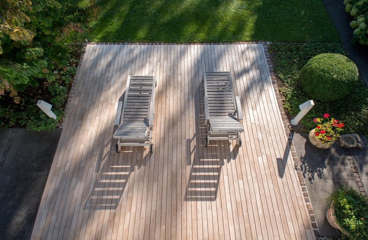 Freudengarten - Holzterrassen verbinden moderne Architektur und Garten