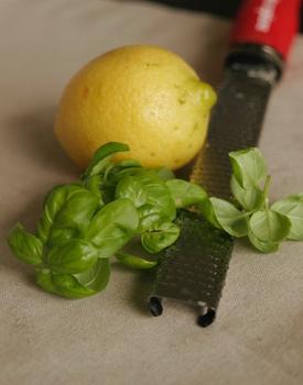 Basilikumzucker mit frischem Basilikum selber machen