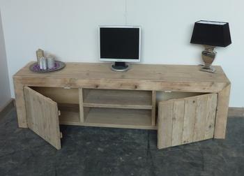 Bauholz TV-Möbel - der perfekte TV-Schrank für Ihr Wohnzimmer