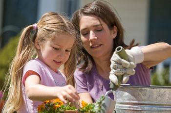 Gartenarbeiten im Beet und dem Gemüsegarten