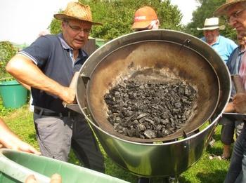 Selbst Kohle herstellen für Terra Preta