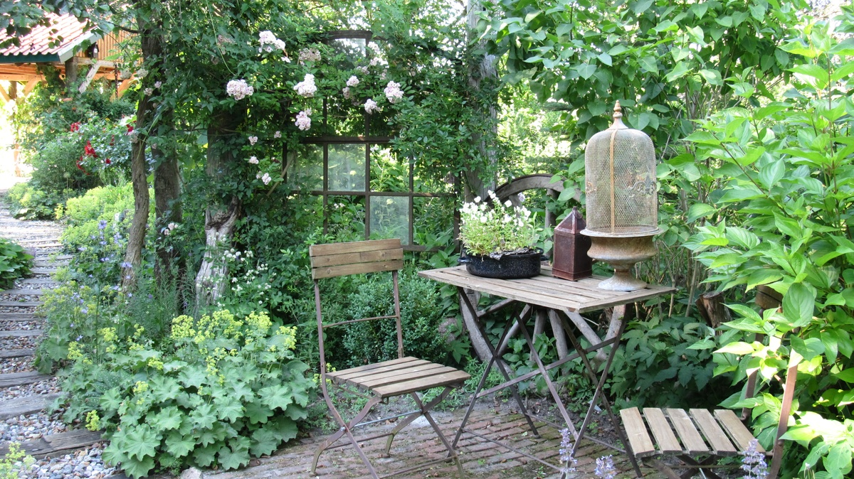 freudengarten gartenidee mit einem hochbeet den garten. Black Bedroom Furniture Sets. Home Design Ideas