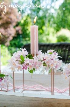Rosa Tischdeko mit Kolkwitzie für draußen