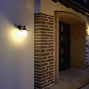 Licht am Haus und im Garten von Albert