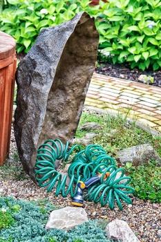 Versteckter Kabelsalat: Findling Kongur (L-01)
